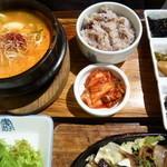 茶母 - 海鮮純豆腐定食