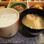 創作割烹 湖泉 別館 - ご飯はお替わりできます。