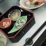 ホテル鞠水亭 - 料理写真:夕食はこんな感じ。