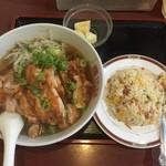 慶珍楼 - 今日の日替わりは、油淋鶏麺の半炒飯付680円、美味しいんだけどボリュームあり過ぎ。(>_<)