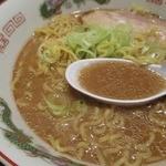 八兵衛 - コク旨らーめんのスープは豚骨ベース