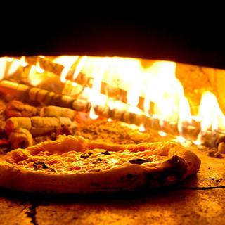 焼きたて!石窯で焼き上げる自家製ピッツア