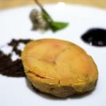 タストゥー - フォアグラのミキュイ、カカオのクランキー、山ブドウのジュレ