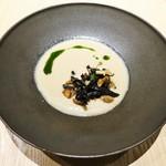 タストゥー - マッシュルームのヴルーテとフランス産野生茸のポワレ