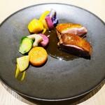 タストゥー - 青森県産小鴨胸肉のラケ、フランボワーズビネガーのソース
