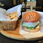 キングゴッドバーガー - 料理写真:151221 アボカドチーズバーガーセット