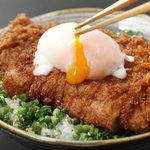 仁屋 - 大人気の「ぶっかけ醤油だれカツ丼」950円