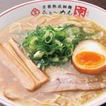 らぁ~めん京 - 料理写真:鶏の旨味とたっぷりの野菜の甘み、手間暇かけて完成させるぎをん白湯スープ