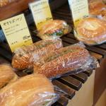 パンのなる木 - やきそばパンや、コロッケパンなど、懐かし系の調理パンです
