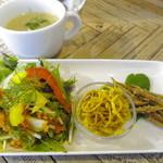 さぼらみ - スープに副菜三種がセット