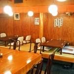 新藤 - 小上がりのテーブル席