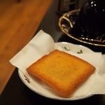 銀座 和蘭豆 - フィナンシェも有名ですね。