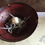 露瑚 - 先付: 白魚の釜揚げ