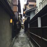 露瑚 - 玄関までの小路