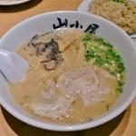 山小屋 - らーめん 680円(+半炒飯 230円/ランチ)