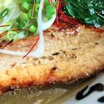 函館麺や 一文字 - 厚くて細長いチャーシュー