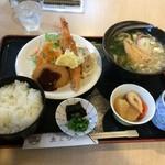 魚よし - 料理写真:サービスランチA864円(2015.12)