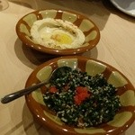 ミシュミシュ - レバノンのパセリと玉ねぎなどのサラダ、ひよこ豆と胡麻のペースト(フムス)