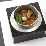 とりでん - 鶏とごぼうの五目釜飯 294円