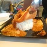 サクラカフェ&レストラン 池袋 - 巨大オムレツカレーは白飯です