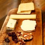 45732182 - チーズ3種盛り
