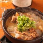 牛すじコンニャクとごぼうの味噌煮込み
