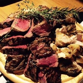 お肉は塊肉がメイン