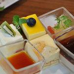 4574875 - 二皿め左からやわらかプリン(キャラメル)、キャラメルと洋梨のムース、コーヒーゼリー
