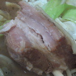 くまもとらーめん ブッダガヤ - ブッダガヤラーメン大盛り(1150円)・・・角煮のアップ