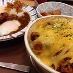 すき家 - チーズ牛丼(ミニ)×カレー(ミニ)×唐揚げ(2個)