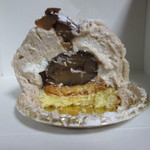 スイートキッチン アナナス - クリームは2種類、スポンジケーキも触感の違う生地を2段重ねしてあります。