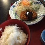 レストラン雲水 - ご飯、ミンチカツ、サラダ