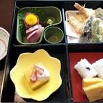 45749600 - 天忠ランチ:松花堂弁当仕立ての料理