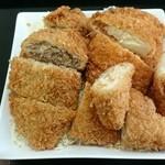 肉の伊吾田 - メンチカツ&チーズコロッケ&豆腐コロッケ(切った姿)
