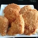 肉の伊吾田 - メンチカツ&チーズコロッケ&豆腐コロッケ