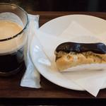 甘座洋菓子店 - チョコエクレア:250円&コーヒー:200円/イートインコーナー(2015年12月)
