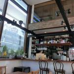 まちのパーラー - まちのパーラー(東京都練馬区小竹町)店内〜高い天井で開放的な空間