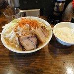 らぁめん大山 - 二郎よりも太く硬くコシが強い麺です。
