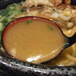 江戸川ヌードル 悪代官 - スープは豚骨醤油。ニンニクが合います(*^^)v