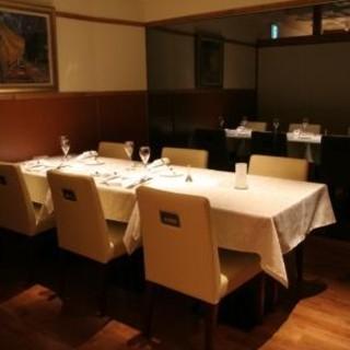フォーマルな会食にぴったりの個室は6名様まで利用可