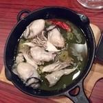 スロウダウン - 牡蠣のアヒージョ