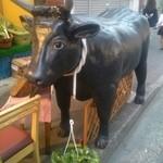 Tomiya - 店前にある牛の置物です。目立ちます。