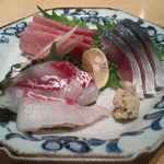 すし田 乾山 - お造り三点盛(2,700円)       鯛・中トロ・鯖