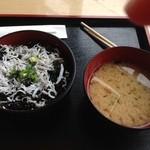 葉山港湾食堂 - 朝海苔しらす丼500円