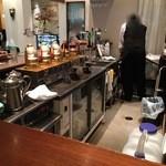 カフェ&バー ウミノ - カウンター席で頂きました。