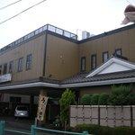 古登富貴 - 斜め外観と駐車場