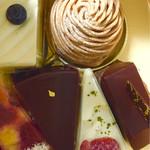45771810 - 定番 モンブラン  イチゴのチーズケーキ  チーズケーキ ショコラ