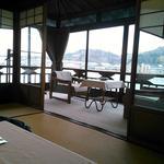 魚信旅館 - 室内から外を望む