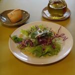 オステリア・ろじえ - サラダとバケット