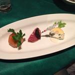 グリル満天星 麻布十番 - 海老のテリーヌ ウニ風味       サーモンマリネの手まり仕立て いくら添え       イチジクの赤ワイン煮とスペイン産サラミ